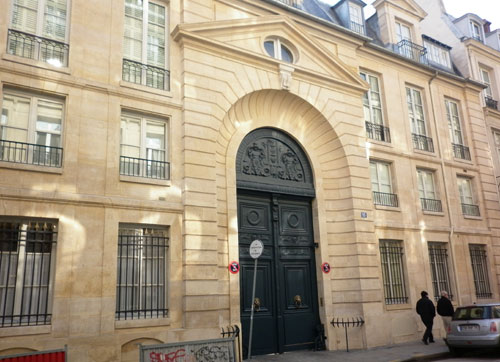 L'hôtel d'Aligre : le portail et le bâtiment sur rue