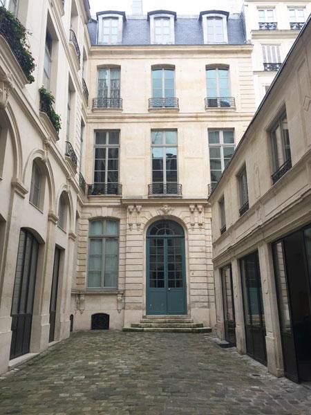 Hôtel Dodun : le logis situé en fond de cour. Le bâtiment bas à droite n'existait pas à l'origine