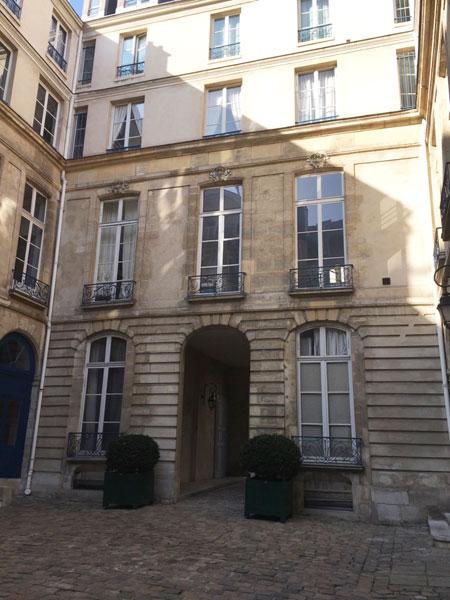 L'hôtel de La Tour du Pin - Le logis en fond de cour