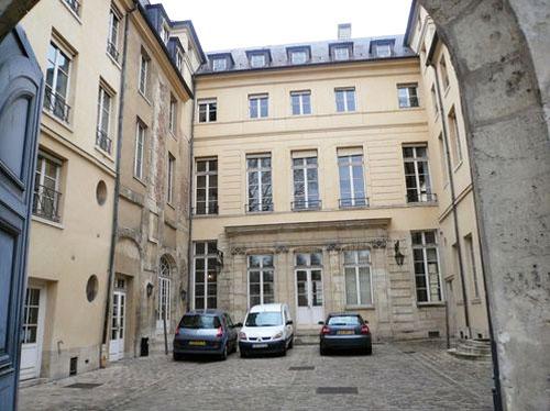 L'hôtel de Vigny - La façade sur cour