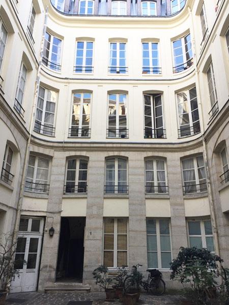 Maison Juliennet : les bâtiments locatifs donnant sur la cour intérieure