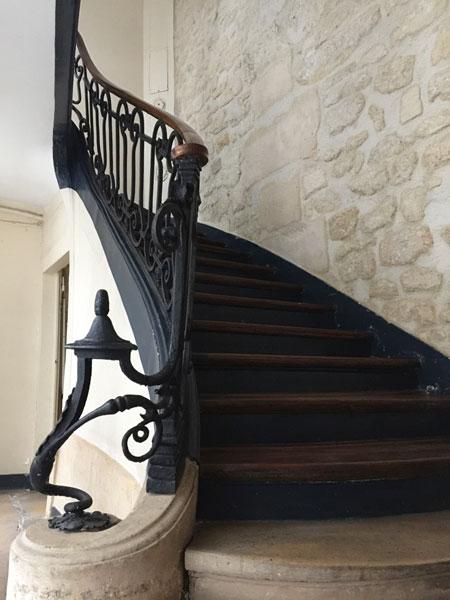 Maison Juliennet : l'un des escaliers et sa rampe en fer forgé