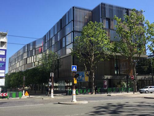 Le campus Jourdan : la façade donnant sur la rue