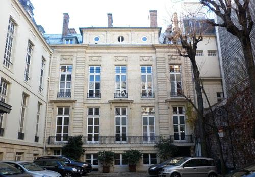 L'hôtel Bochard de Saron : la façade sur cour