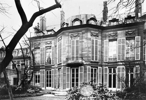 L'hôtel Bochard de Saron : la façade sur le jardin