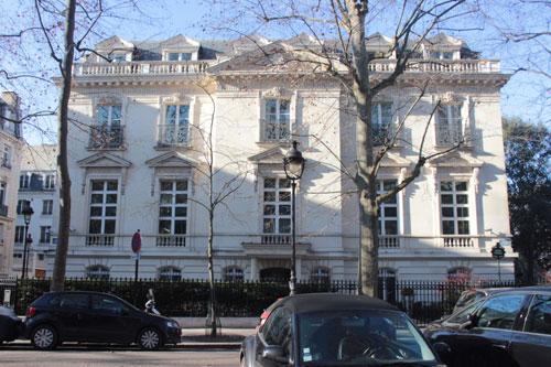 L'hôtel Dreyfus : la façade principale donne sur l'avenue Ruysdaël