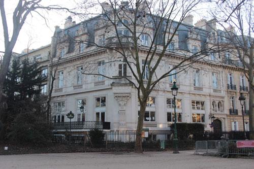 L'hôtel Reinach : la façade de gauche donne sur le parc Monceau
