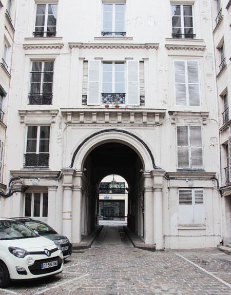Les Bains Chantereine : le revers du bâtiment donnant sur la rue de Châteaudun