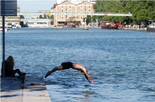 Le bassin de la Villette bientôt autorisé à la baignade ?