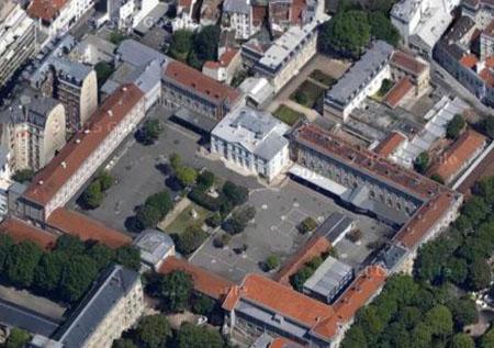 Le château Ternaux : vue aérienne du pavillon ancien entouré des bâtiments du lycée