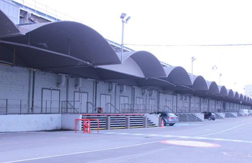 La Halle Freyssinet - Les quais avec auvents avant la rénovation du site