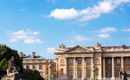 L'hôtel de Crillon : il est situé à l'extrémité Ouest de la place de la Concorde et se prolonge le long de la rue Boissy d'Anglas