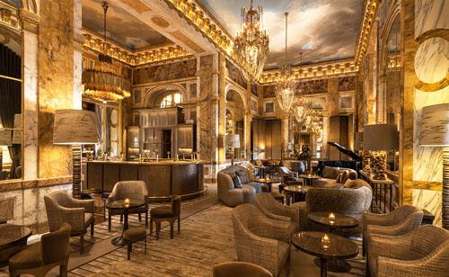 L'hôtel de Crillon : le cadre raffiné du bar-restaurant les Ambassadeurs