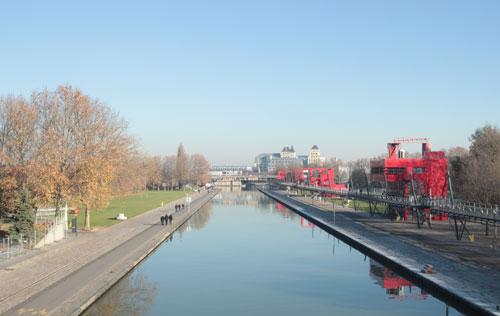Le canal de l'Ourcq traverse le parc de la Villette