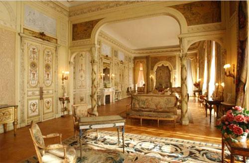L'hôtel de Crillon : anciennes portes remontées dans la villa Ephrussi à Saint-Jean-Cap-Ferrat
