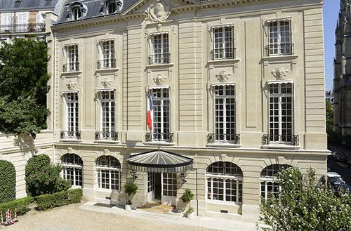 L'hôtel de Voguë : la façade principale donnant sur la cour