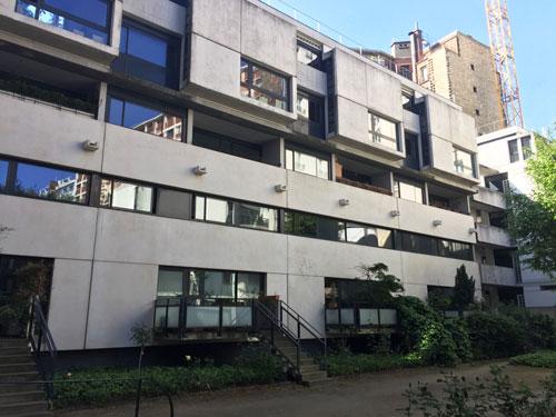 Logements Rue de l'amiral Mouchez - les maisons en bande dans la cour