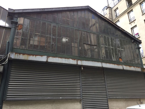 Cour industrielle Rue Sedaine : la halle à charpente métallique