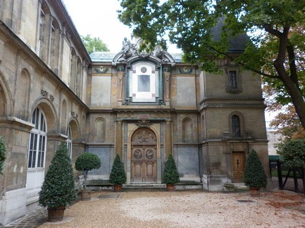La façade du couvent de la congrégation bénédictine de Notre-Dame du Calvaire
