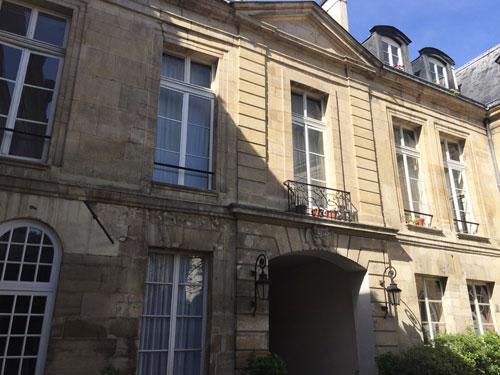 L'hôtel de Brunvilliers : la façade sur la cour