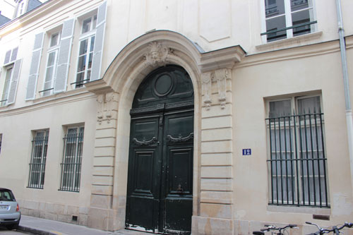 L'hôtel de Brunvilliers : la façade sur rue