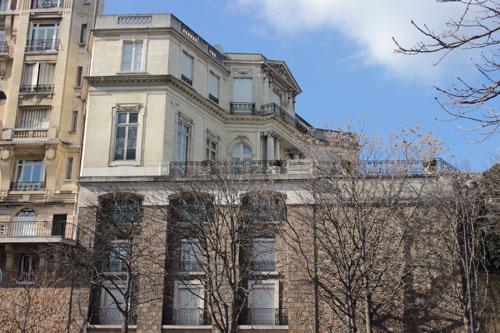 L'hôtel Errazu surplombant les jardins du Trocadéro