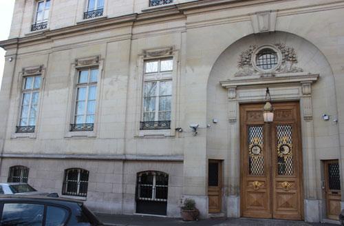 L'hôtel Errazu : la façade donnant sur le rue Le Tasne
