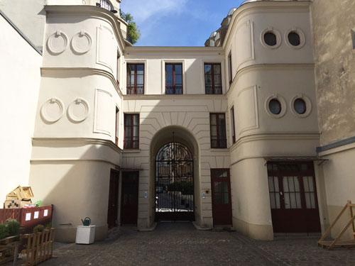 Hôtel Pourfour du Petit : le revers du bâtiment sur rue