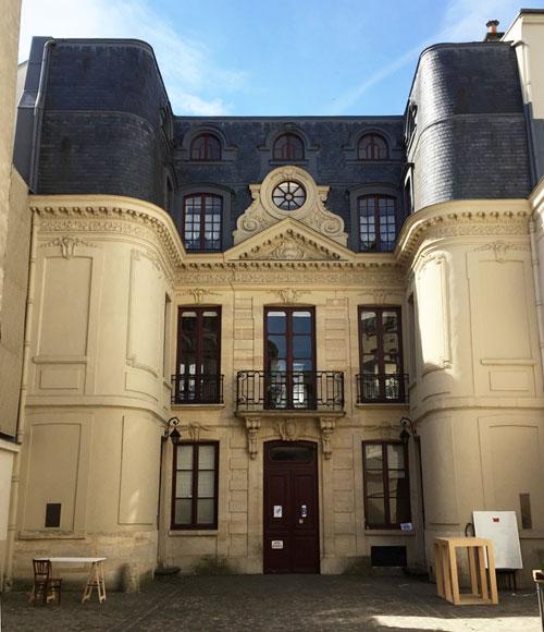L'hôtel Pourfour du Petit : l'étonnante façade sur cour