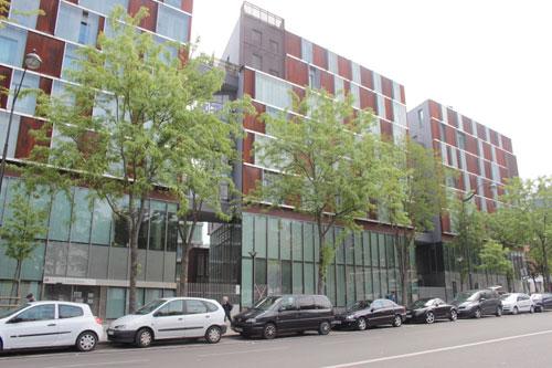 Logements sociaux et équipements : façade donnant sur l'avenue de la Porte de Montmartre