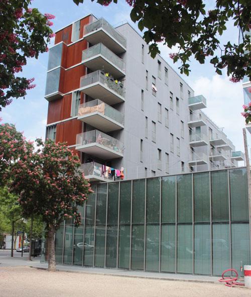 Logements sociaux et équipements : la façade arrière