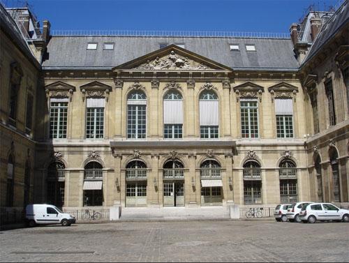 La Bibliothèque Nationale de France : la cour d'honneur