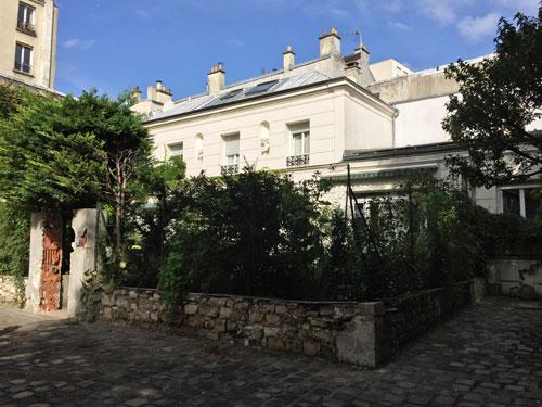 Cour ancienne Rue de Belleville : une maison bourgeoise au fond de l'impasse