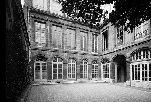 L'hôtel de Fürstenberg : les façades donnant sur la cour