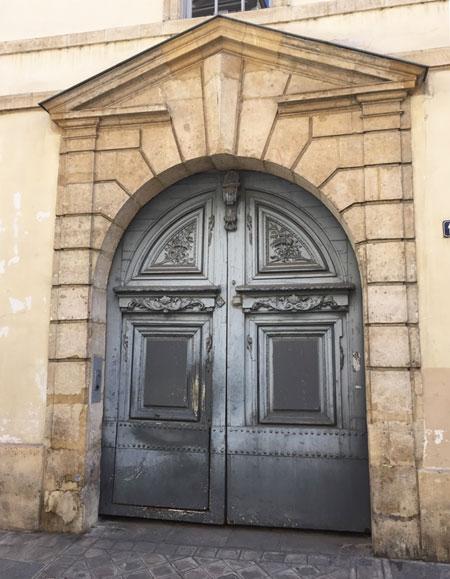 L'hôtel de Launay : le portail sur rue