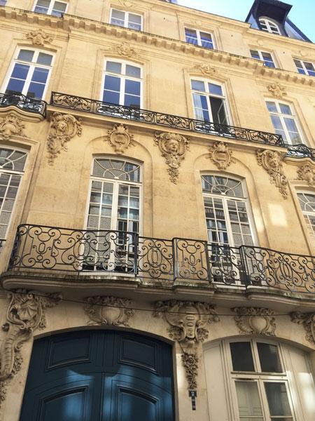 La maison Quirot : les 2 travées centrales dotées de balcons et garde-corps