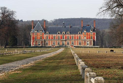 Le château de Rosny-sur-seine : une grande demeure brique et pierre d'époque Louis XIII