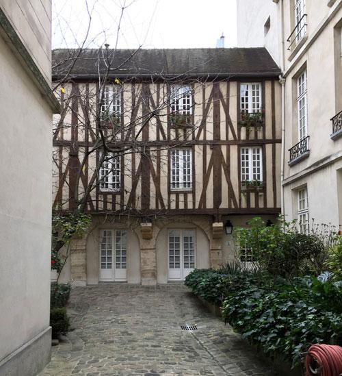 Bâtiment à pans de bois Rue de Braque
