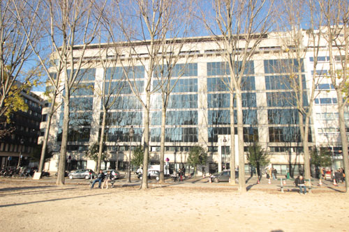 Le siège du groupe André : le bâtiment contemporain, quai de Seine