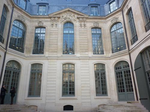 L'hôtel des Vieux : la façade sur cour
