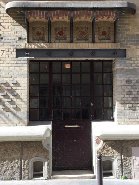 Immeuble à petits loyers Rue des Meuniers - Détail de la porte d'entrée