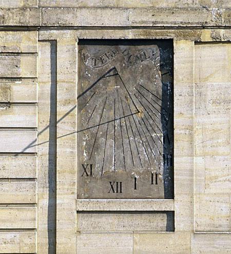 Le couvent de la Merci : cadran solaire