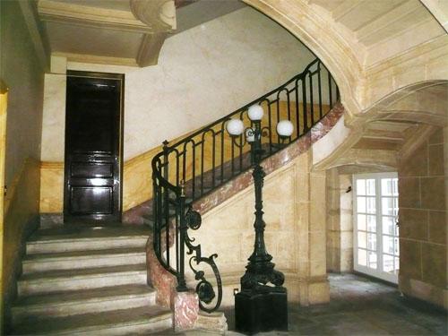 Le couvent de la Merci : le grand escalier à vide central