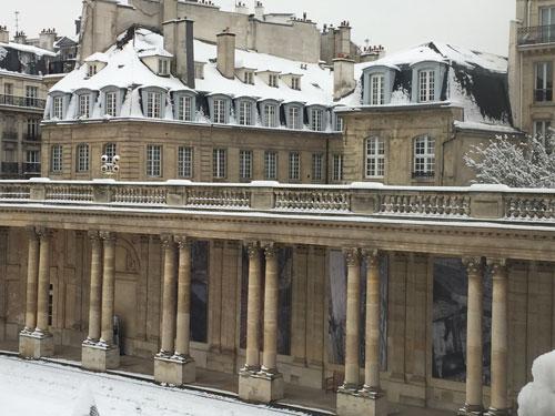 Le couvent de la Merci vu de la cour de l'hôtel de Soubise : il a la physionomie d'un hôtel particulier