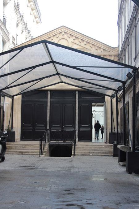 La fondation Azzedine Alaïa : un fronton couronne la façade