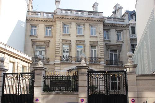 La Fondation Del Duca : la façade sur cour de l'hôtel