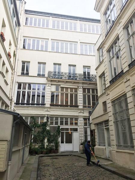 La cité d'Angoulême : les bâtiments entourant la cour
