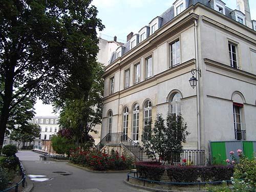 La maison Dorlians : la façade sur jardin