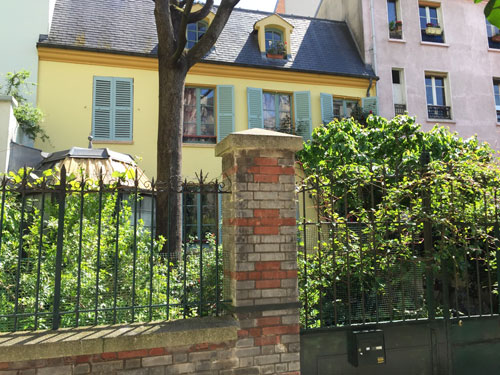 La cité Jandelle : la maison jaune au n°8