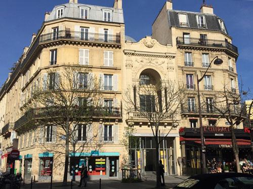 La fondation Jérome Seydoux-Pathé : la façade de l'ancien théâtre des Gobelins est mitoyenne avec deux immeubles anciens